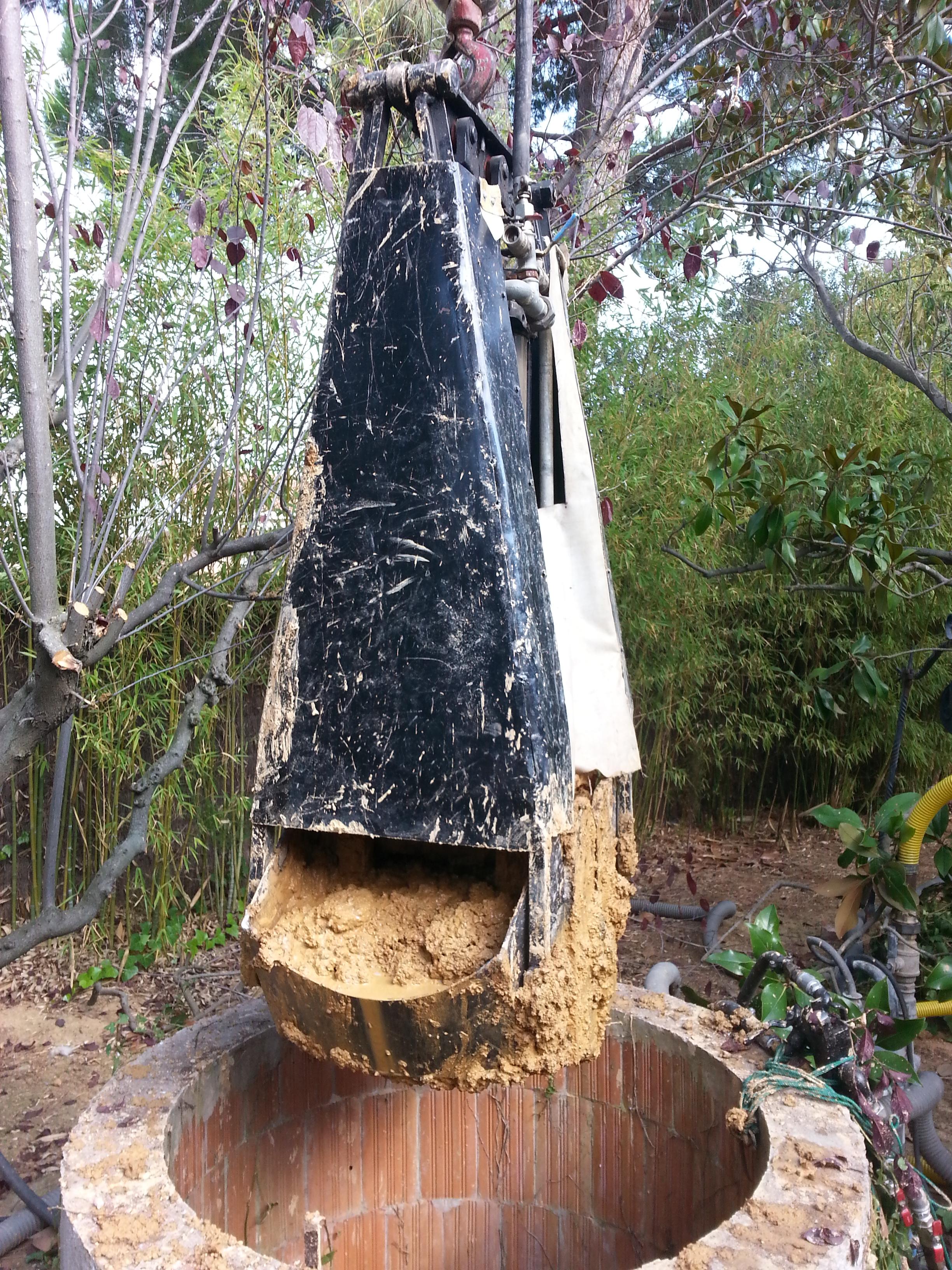 Senagua s a limpieza de pozos y minas con bivalva for Limpieza de pozos de agua